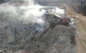 Vertedero de Zaldibar con humo de un incendio