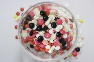Un bol con muchas pastillas